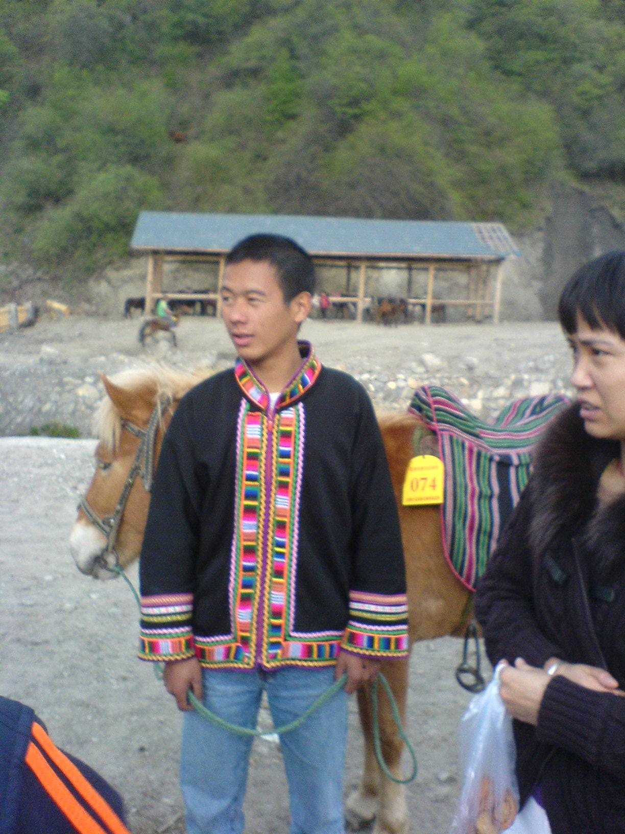 小帅哥                                               白马藏族乡