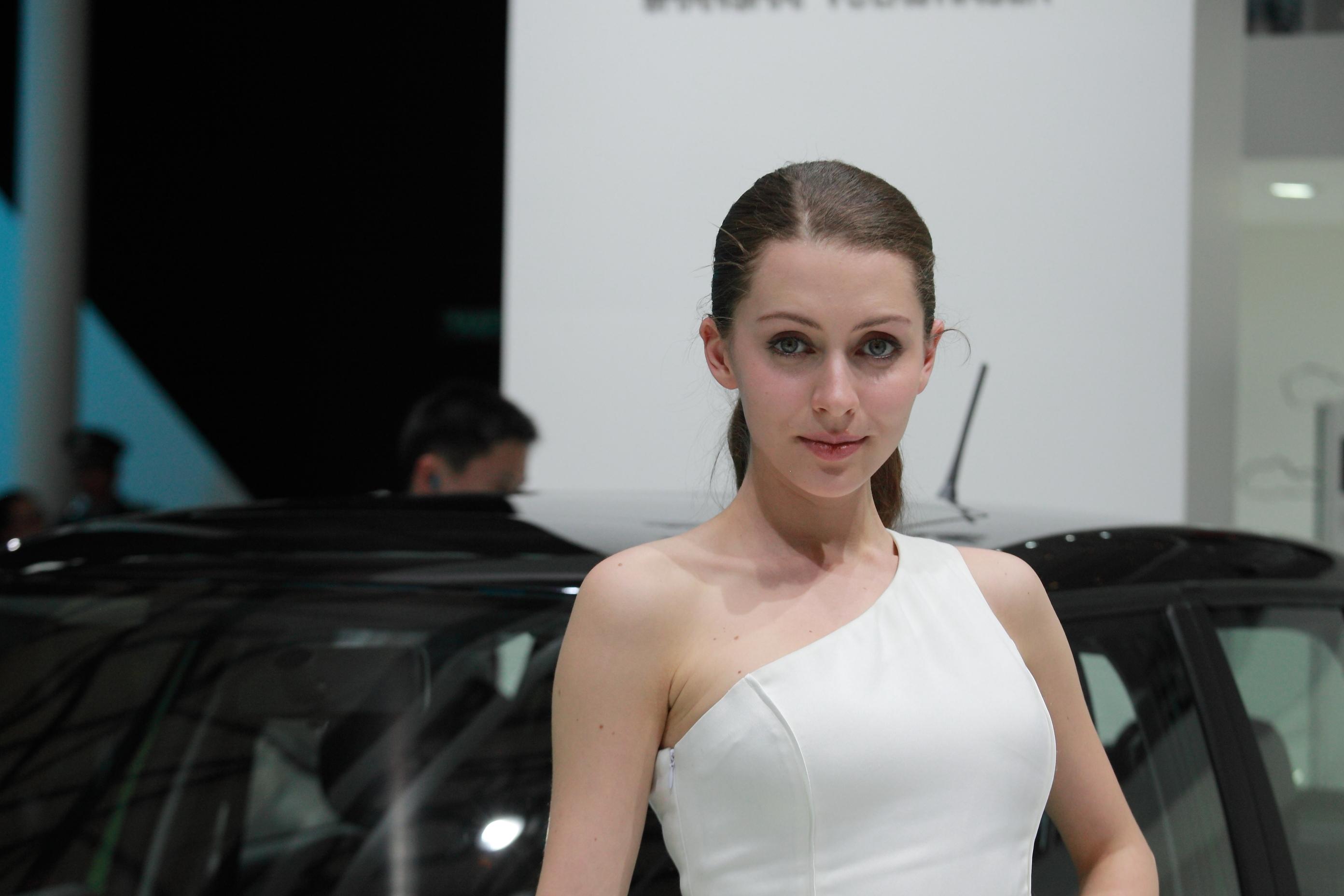 2013年上海车展之洋模特篇(各款养眼的西洋美女和帅哥