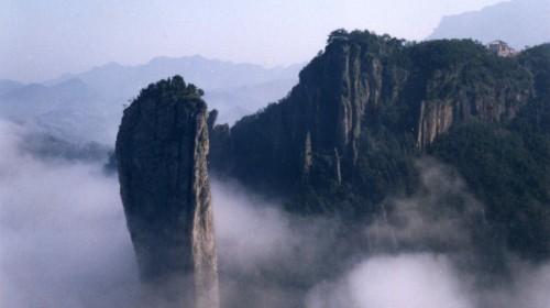 仙都景区是仙都风景名胜区的主景区,以仙都山为依托,境内如人间仙境