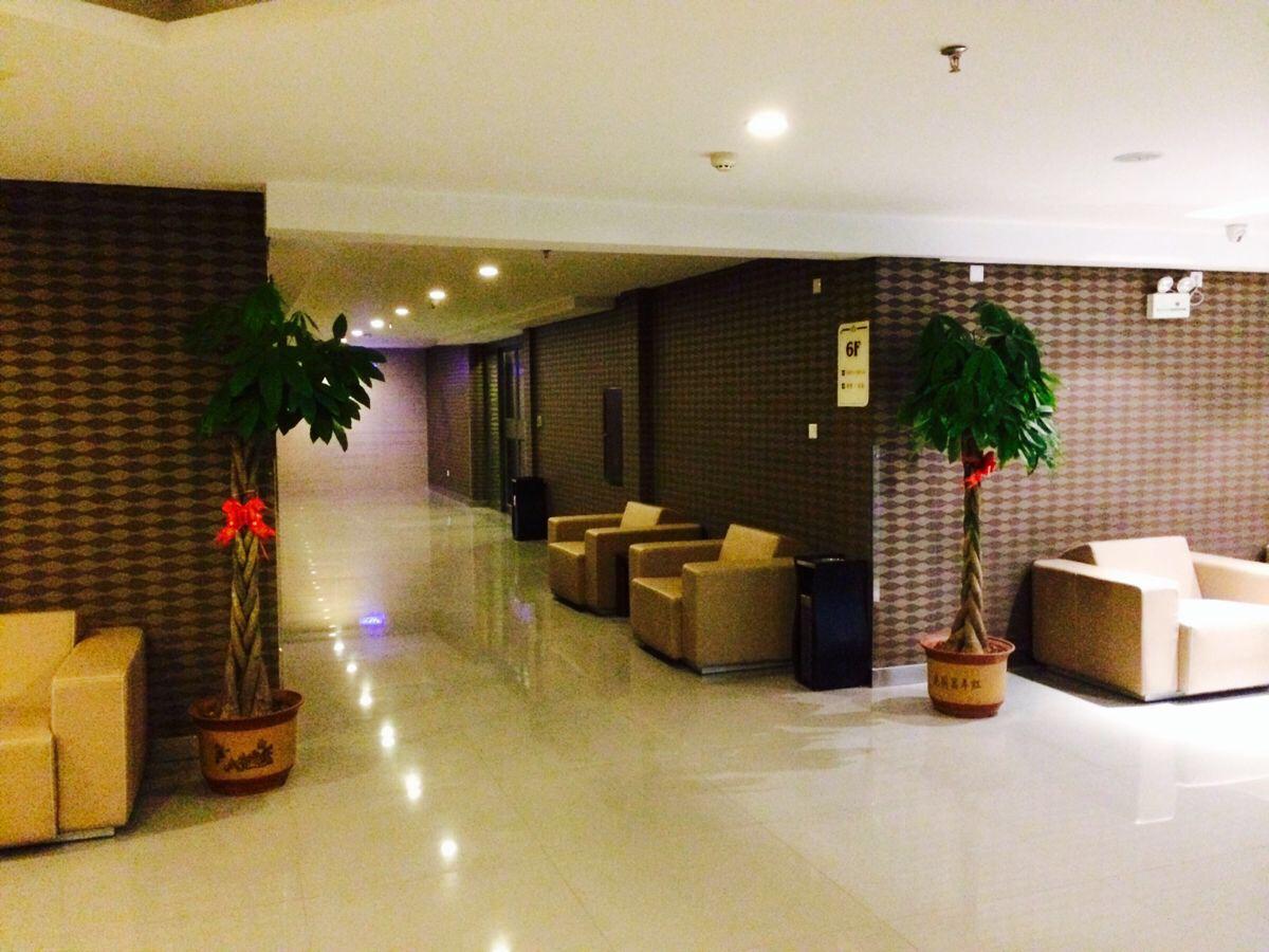 机场附近,艾优美酒店