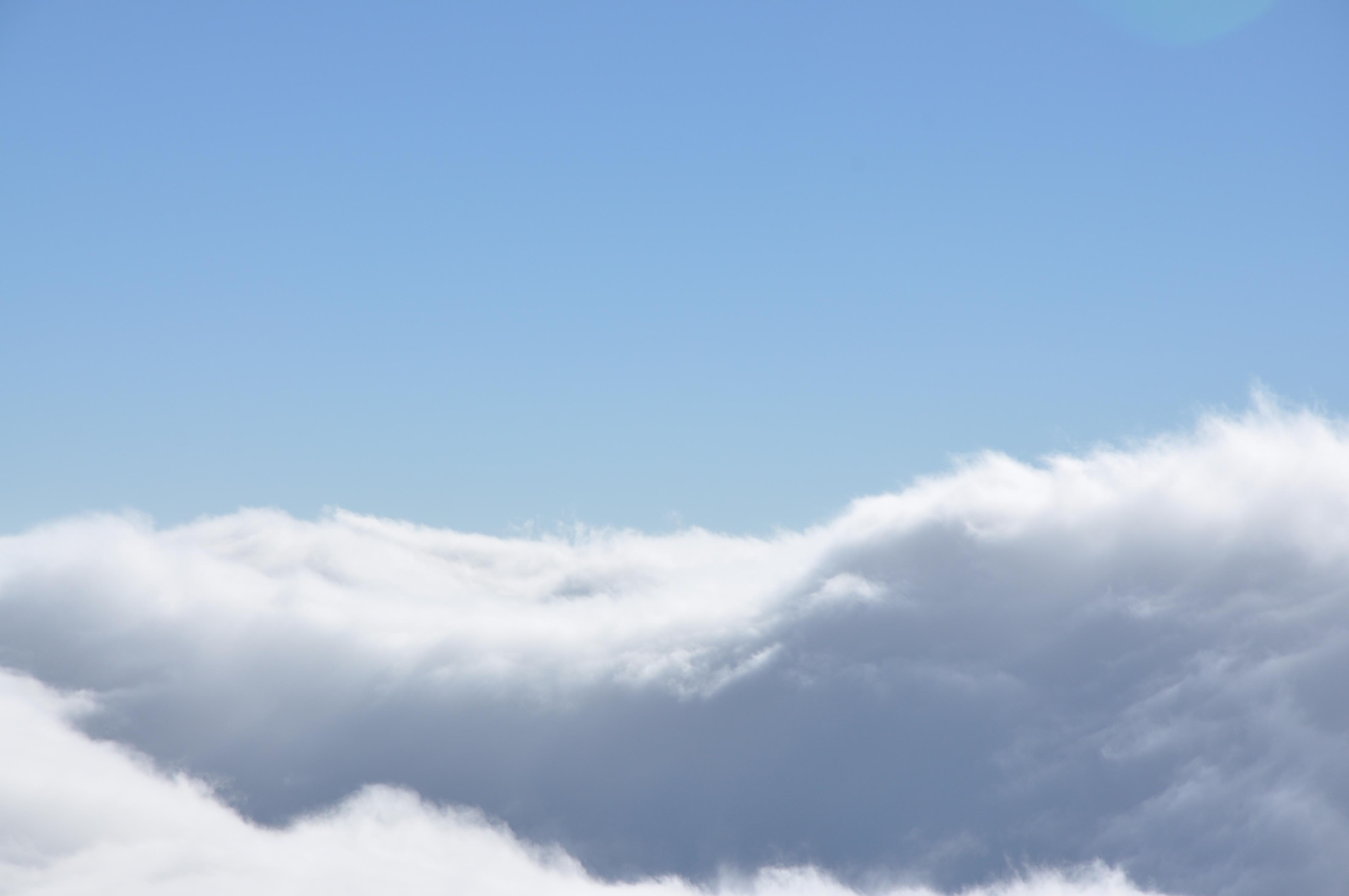 水墨雪山天空背景素材