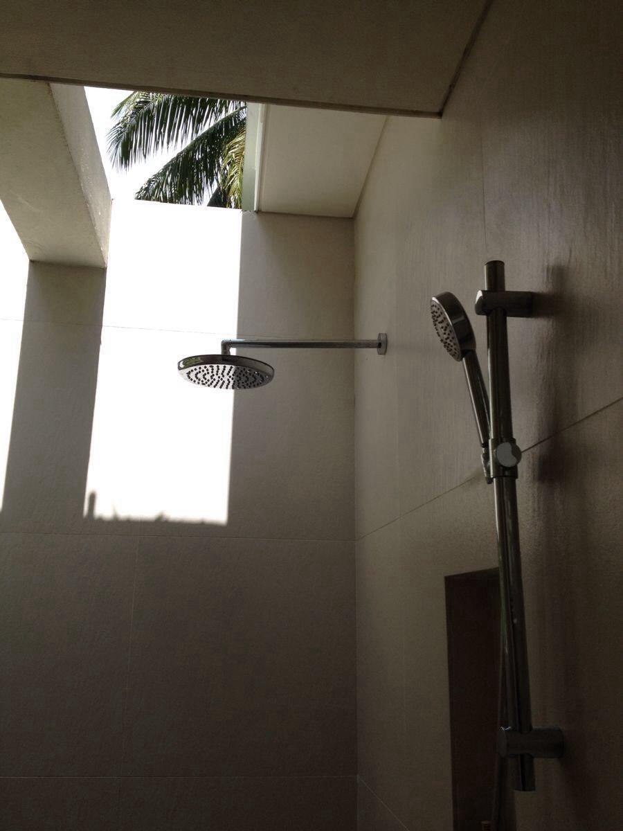 楼梯下的浴室设计图