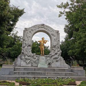 施特劳斯金色雕像旅游景点攻略图