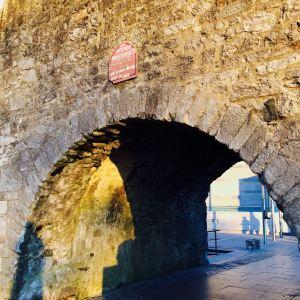 西班牙拱门旅游景点攻略图