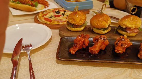 MOMENTUM焱堡有機漢堡餐廳(環亞凱瑟琳店)