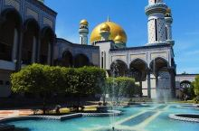 国王的清真寺,用纯金打造29个圆拱金顶,无比辉煌(文莱游13)