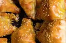 锁住鸡腿的美味丨超级好吃的新疆鸡腿烤馕 这家鸡腿烤馕超级好吃,烤馕里面包裹这鸡腿超级好吃,有鸡腿的味