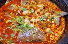 这家铁锅炖鱼,北方的妹子说了,有东北内味儿