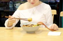 厦门人吃沙茶面有一百种方法,法国蓝龙虾、松叶蟹,只要你想也能吃到