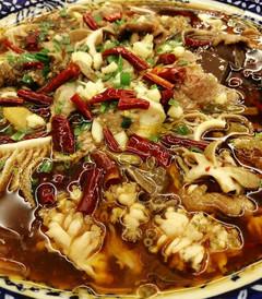 [龙州游记图片] 料好足的毛血旺和翻滚着的石锅鱼,都是龙州天琴缘茶庄最好吃的菜
