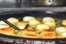 苏州男子在黎里古镇卖油墩,轻松年入百万,已成当地的网红美食