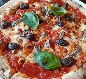 Red Tomatoes Pizzeria