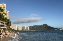 夏威夷群岛是世界著名的旅游胜地,夏威夷距美国大陆约3700公里,几乎位于太平洋中部,夏威夷岛到处都可