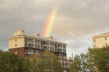 傍晚的彩虹。