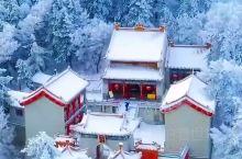 白雪覆盖华山,少了几分凶险却多了几分柔美