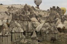 到了卡帕多奇亚,不坐热气球,那就太遗憾了。在热气球上看如画般的地貌,那绝对不一样。