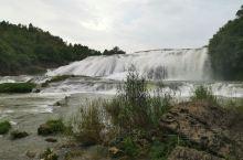 游黄果树瀑布,这次听导游说我们非常幸运由于疫情的原因游客少,最近刚刚下完雨瀑布水量大,天气非常好,万