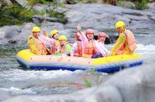 宝天曼峡谷漂流位于南阳市的内乡县,是国内唯一的生态峡谷型漂流。该漂流整体落差有239米,拥有九曲十八