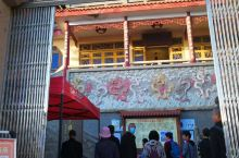 留云禅寺,位于福建省霞浦县三沙西侧的东壁山腰,前身为幻尘庵,距三沙镇约四里许,是一个由天然大石洞布置