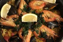 不夹生的西班牙海鲜饭连干三大碗  B