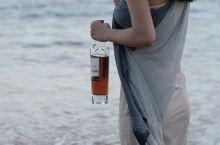 在海边微醺,与海浪干杯