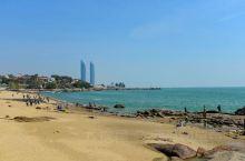 港仔后海滨浴场位于菽庄花园西面,两者毗连在一起。港仔后的海面又名金带水,据说,元兵由浙入闽,当时南宋