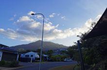 风和日丽,远处还有山,不错不错