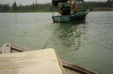 一海一河,一咸一淡,一动一静,亚洲仅此独有的玉带滩。玉带滩因其为世界上最狭窄的分隔海、河的沙滩半岛而