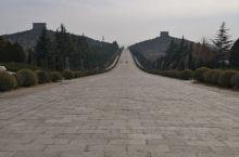 乾陵位于陕西省咸阳市乾县县城北部6公里的梁山上,为唐高宗李治与武则天的合葬墓。 乾陵建成于唐光宅元年
