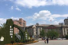 沈阳中山广场周围有很多老建筑,都是很值得去看看的文物保护地