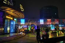 昆山网红夜市—夜昆山•美食不夜城  对于昆山这个小城市,这儿算是比较热闹的一。个地方吧!到了之后与自