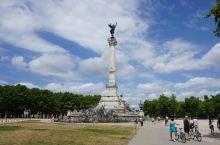 气势磅礴的纪念碑。