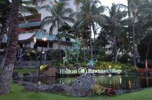 希尔顿集团旗下拥有两千多个房间的大型度假村,非常难忘的舒适居住体验。印象深刻的度假村景观设计对火的彰