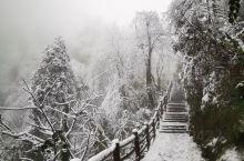雪天徒步峨眉山