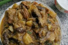 正宗的东北菜,全部是大铁锅柴火炖炒,乡土气息浓厚,味道嘎嘎好,环顾四周山清水秀,堪比室外桃源,我的亲