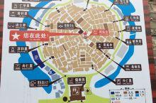 黎槎村,人称八卦古村,因村居建筑依八卦走向排列而成得名。