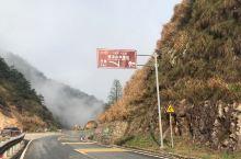 自驾云端最美天路,感受怀玉山壮丽雄奇。  毗邻江西三清山的怀玉山天路,可以称之为通往云端的最美天路。