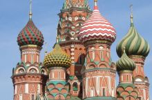 4月25日。晴。莫斯科早上的天气还是蛮凉的。太阳下就温暖许多了。三餐都安排在外面的小饭馆里吃中餐。也