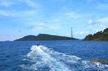 安泰小镇渔村码头,位于富国岛的南岛安泰小镇,乘渔船出海浮潜、海钓的登船码点,船上的海鲜现捞现宰现煮,