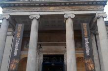 位于牛津市中心,成立于1682年的阿什莫林博物馆,最初的藏品是由富有的古董商伊莱亚斯·阿什莫尔捐赠,