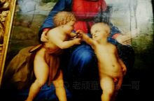 乌菲兹美术馆内共珍藏了三幅一代崇师拉斐尔画作一一''金丝雀圣母'',''教皇莱奥十世和两位红衣主教'