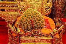 古老的五云寺,又是带有金色风采的寺庙,符合芒市一贯拥有的金色气质。