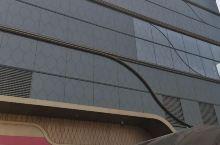 #我的有爱旅途 这是一座体量很大的现代化购物中心,位于西安古城永宁门外,交通便利,有地铁直达,商城内