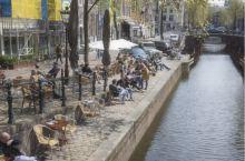 阿姆斯特丹河边悠闲的人们