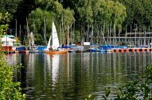 秀美汉堡金牌湖景与宏伟的汉堡港。