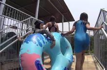 雅加达水上乐园超级碗水滑梯回转滑行