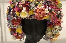 打卡海上艺术中心《源于自然的时尚》展览,讲述了时尚时装的发展历程,从棉到麻,动物皮毛,再到新兴的化学