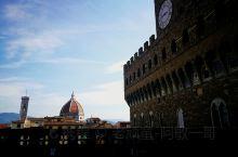 漫步于佛罗伦萨文化艺术名城,除了所到之处见到保存完好的中世纪建筑之外,还有40多个博物馆和艺术馆,意