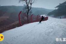 潇潇洒洒的滑雪爱好者