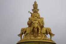 峨眉山金顶,也称华藏寺,位于中国四川省峨眉山主峰上,海拔3079米,是峨眉游山的终点,也是汉族地区佛